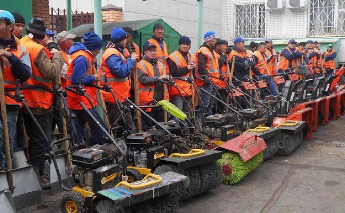 УВЗ отправил сотни сотрудников мести улицы