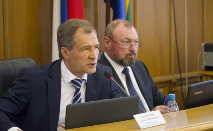 Мэрия Екатеринбурга требует от думы миллиарды на командировки и пиар