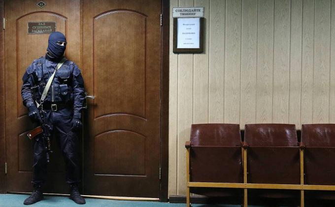 Транзит начальника челябинского УФСБ в Москву оплатят громкими уголовными делами