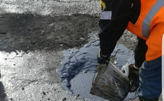 В Пыть-Яхе забыли отремонтировать дороги из-за сломанного интернета