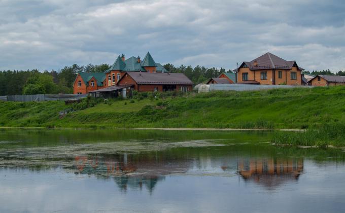 Прибрежные поселения на реке Ушаковка