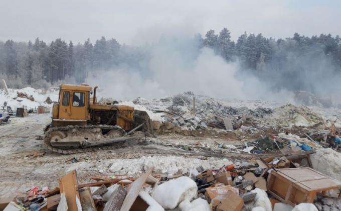 Мэр Екатеринбурга потребовал от подчиненных игнорировать ФЗ. С пожаром на свалке рассчитывают разобраться только весной