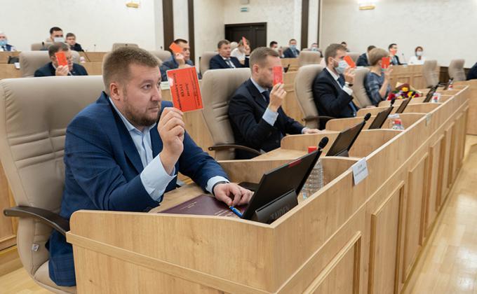 Партии засекретили кандидатов на довыборах в думу Екатеринбурга