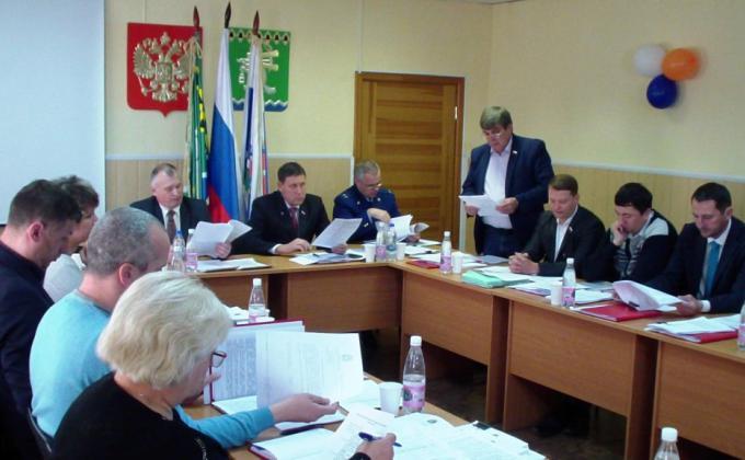 «Единая Россия» разожгла конфликт в свердловском муниципалитете