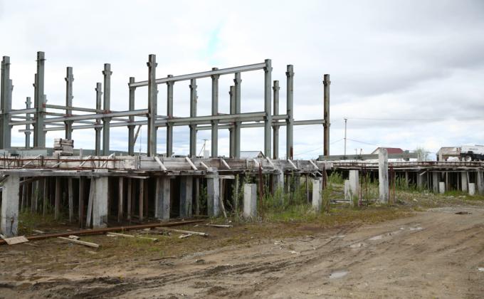 Правительство Артюхова продолжает терять сотни миллионов бюджета ЯНАО на долгостроях. Строители заявляют о ликвидации из-за перебоев с финансированием гособъектов