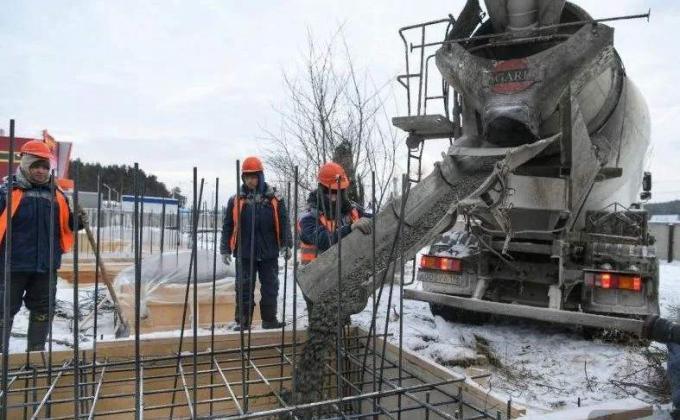 Подрядчик остановил ввод ледового центра на «Уральской рублевке»