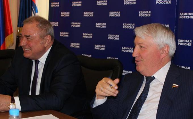 Сенатор Юрий Важенин и депутат Госдумы Александр Сидоров