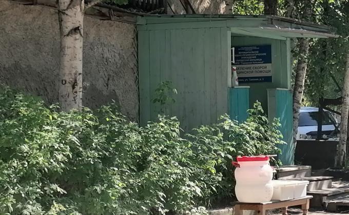 Аварийное здание станции скорой помощи в Мегионе
