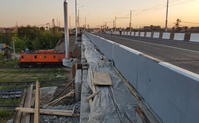 Челябинские чиновники открыли недостроенный мост на аэропорт