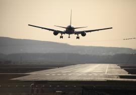 В аэропорту Кольцово массово задерживаются рейсы
