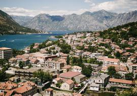 Власти Черногории разрешили россиянам въезд в страну без дополнительных условий