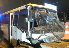 В Екатеринбурге при столкновении автобуса и грузовика пострадало 12 человек