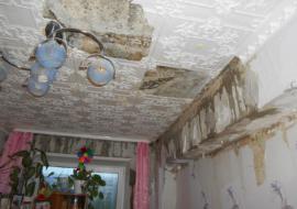 Дом в Тобольске после капитального ремонта оставили без кровли