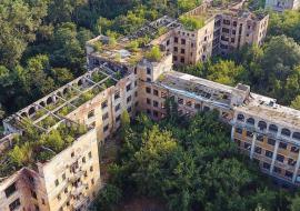 Заброшенную больницу в Зеленой роще отдадут под апартаменты