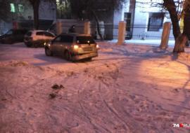 В Челябинске иномарка врезалась в толпу рабочих на тротуаре