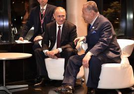 Путин обсудил в Екатеринбурге сотрудничество России и Японии