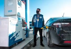 АЗС «Газпром нефти» обеспечат бензином волонтеров в ЯНАО