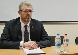 СКР потребовал от мэра Нефтеюганска проверить счета помощника