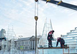 Ледовый городок в Екатеринбурге возобновил работу после обрушения