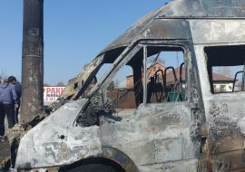В Челябинске загорелась маршрутка с пассажирами