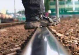 Свердловчанину грозит срок за попытку пустить поезд под откос
