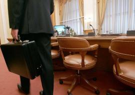 Претенденты на кресла глав двух департаментов ХМАО добиваются внимания Комаровой