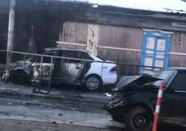 В Тюмени в результате массового ДТП сгорели машина и дом