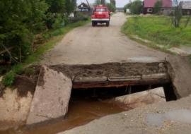 В Свердловской области ливни затопили мост