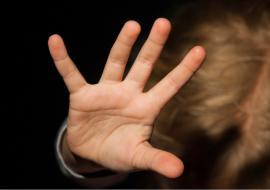 Жительницу Курганской области будут судить за истязание приемной дочери