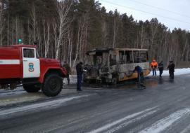 На трассе Ялуторовск – Тобольск загорелся школьный автобус с детьми
