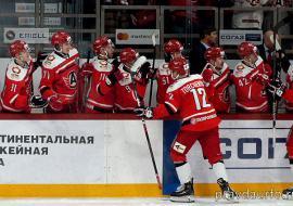 ХК «Автомобилист» привлек болельщиков на матчи Кубка Гагарина катанием на фирменном трамвае и воздушном шаре