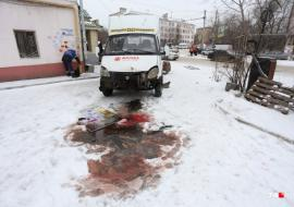 В Челябинске маршрутка протаранила остановку с людьми