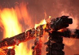 Жительница села заживо сожгла сына и пыталась убить дочь