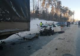 На Кольцовском тракте погибло 2 человека после столкновения «Яндекс.Такси» с фурой