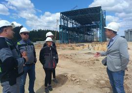 Свердловские власти проинспектировали строительство цементного завода «Атомстройкомплекса» под Сысертью