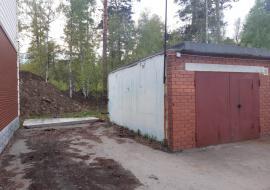 В Свердловской области бетонный забор раздавил школьника