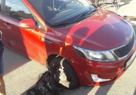 В Челябинске под иномаркой провалился асфальт