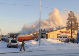 В ЯНАО человек пострадал при пожаре в магазине автозапчастей