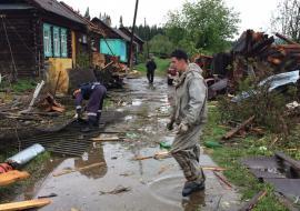 Свердловские муниципалитеты запустили «горячую линию» для пострадавших от урагана