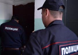 На Ямале мужчина с топором напал на полицейского