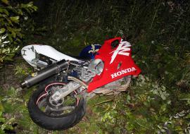 Под Дегтярском грузовик насмерть сбил мотоциклиста. Водитель тягача скрылся с места ДТП