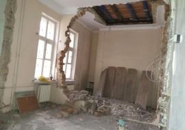 В детской поликлинике Озерска обрушилась стена