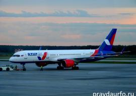 С борта Azur Air в Екатеринбурге сняли детей с подозрением на опасный вирус