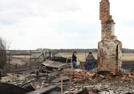 Жители сгоревших сел в Курганской области получат 2,4 миллиона на жилье