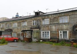 Цуканов потребовал ускорить расселение аварийных домов в ЯНАО