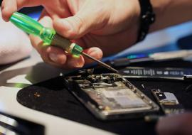 Житель Екатеринбурга отсудил 100 тысяч за некачественный ремонт iPhone