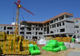 Строители не могут получить от мэрии 10 миллиардов на школы и дороги Екатеринбурга