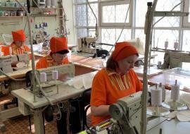 В Свердловской области 7 швейных мастерских наладили производство медицинских масок