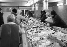 Сотрудники ООО «Спецсервис» у конвейера на мусоросортировочном комплексе