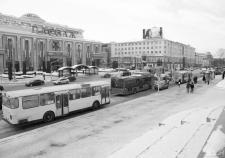 Общественный транспорт в центре Екатеринбурга